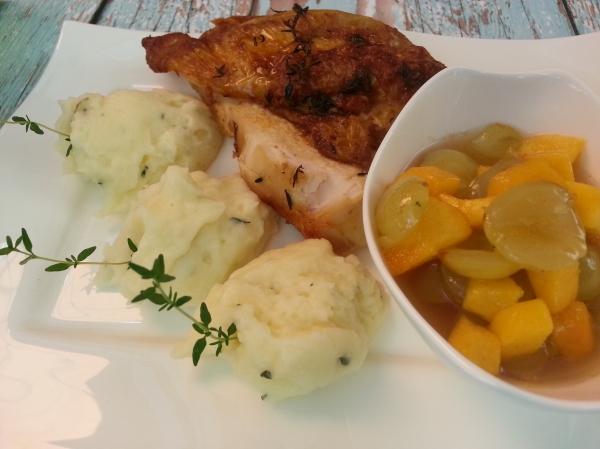 Kakukkfüves omlós sült csirke barackos szőlőraguval